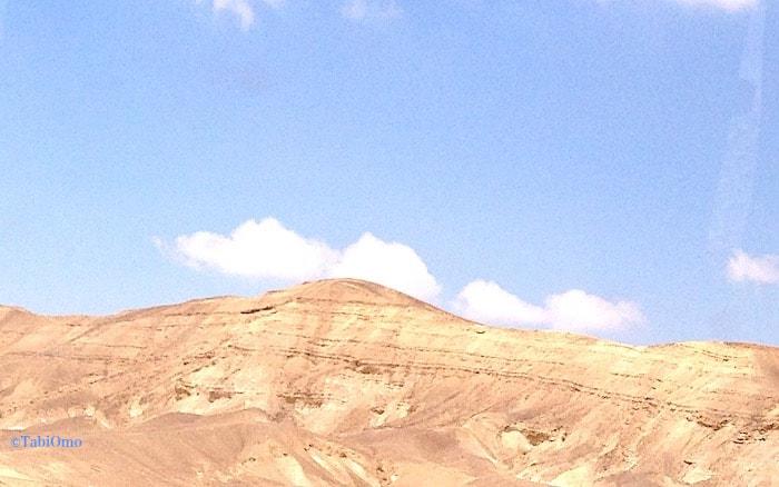 死海への道中の土漠の画像