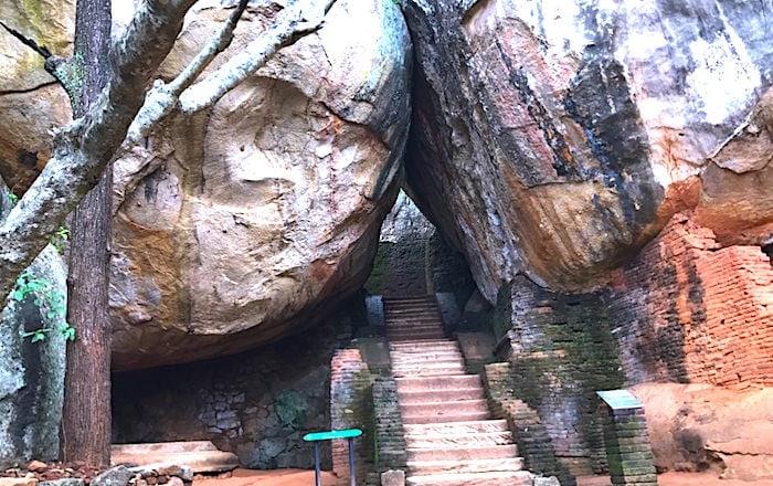 シギリヤロック最初の階段画像