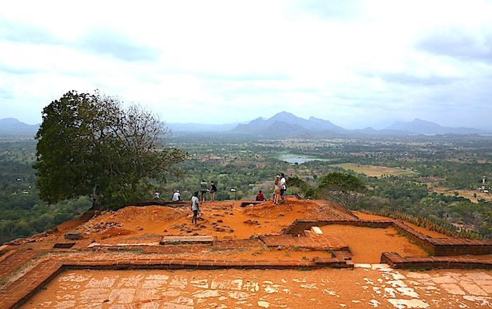 シギリヤロック頂上の遺跡画像