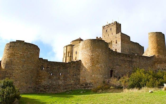 ロアーレ城の塔のある城壁