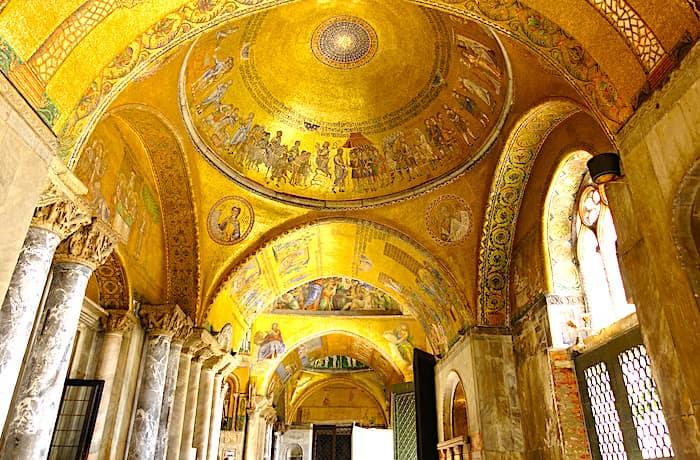 サンマルコ寺院内部の画像