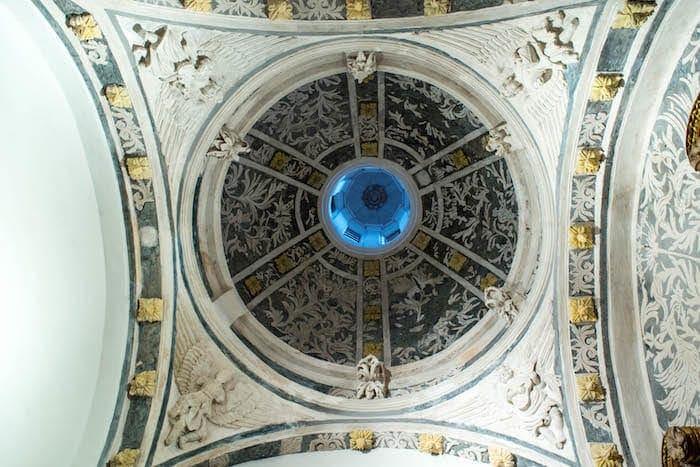 修復途中の天蓋の画像