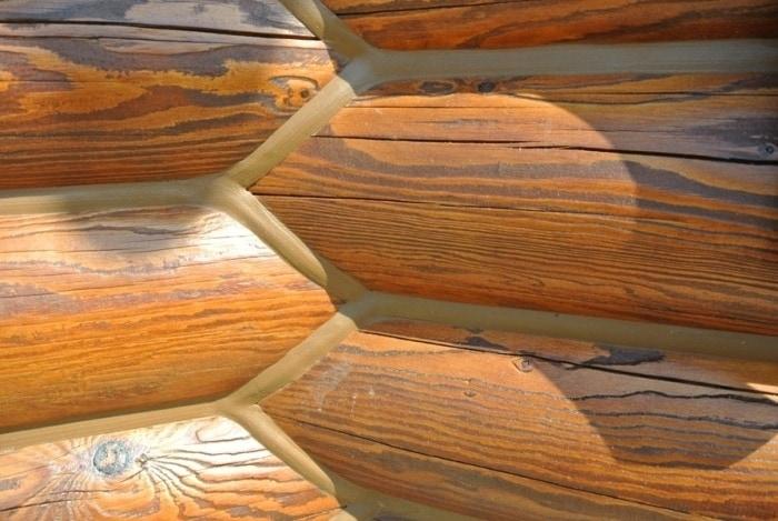 Как уменьшить трещины в деревянном доме в процессе усадки
