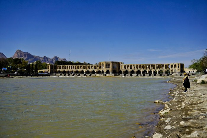 Khaju bridge and the Zayandeh river, Isfahan, Iran – Experiencing the Globe