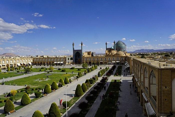 Naqsh-e Jahan square, Isfahan, Iran – Experiencing the Globe