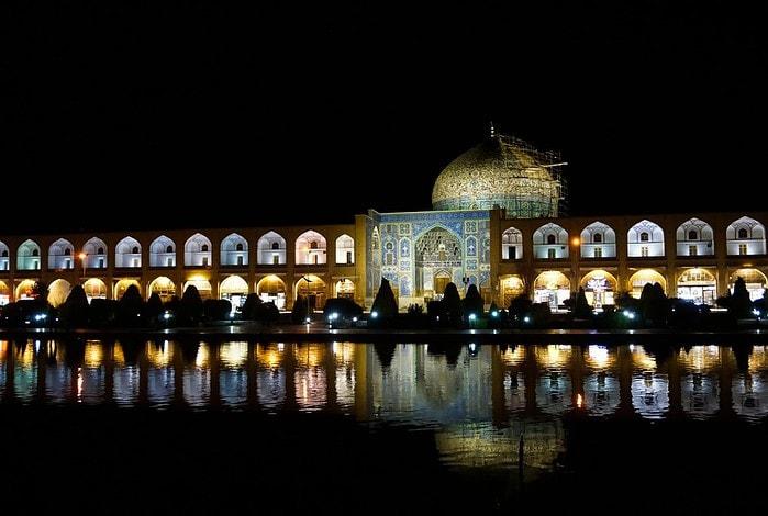 Naqsh-e Jahan square, Sheikh Lotfollah mosque, Isfahan, Iran – Experiencing the Globe