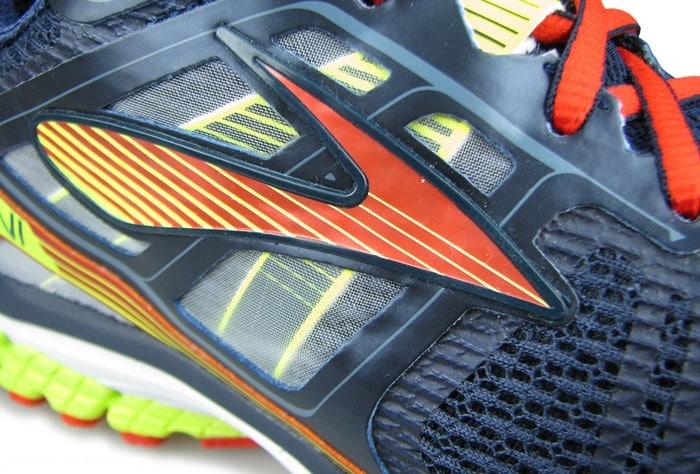 Посадка в средней части очень плотная, поскольку в кроссовках Ravenna 6 используются раздельные ремешки, связанные со шнурками.