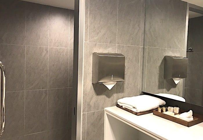 ラウンジのシャワールームの画像