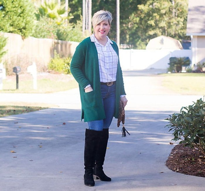 Cardigan outfits - Fonda wears a green cardigan | 40plusstyle.com