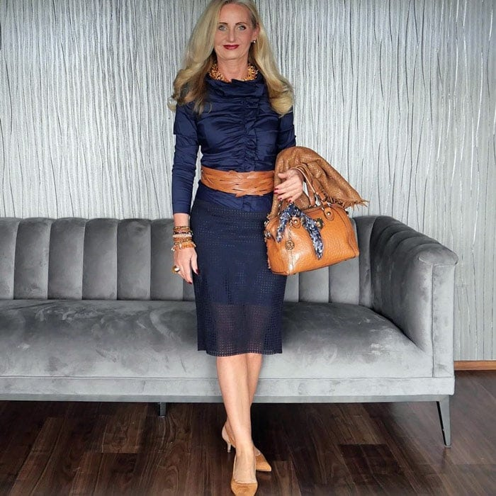 wearing navy blue with neutral accessories | 40plusstyle.com