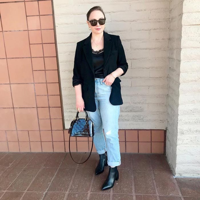 wearing boyfriend jeans for an evening out | 40plusstyle.com