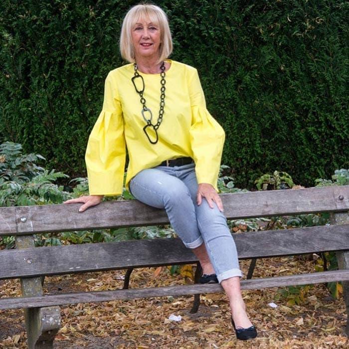 Greetje wears a geometric necklace | 40plusstyle.com