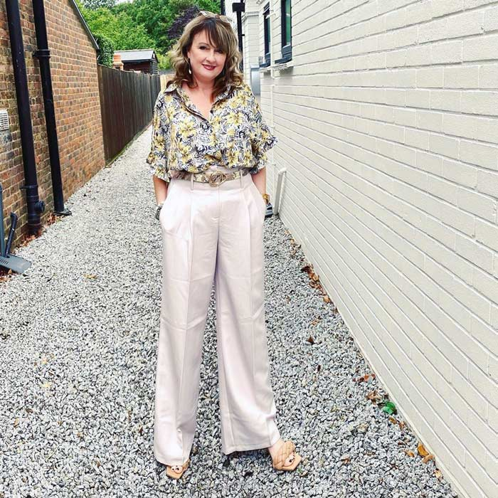 Wear long wide leg pants and heels to create a lengthening effect | 40plusstyle.com