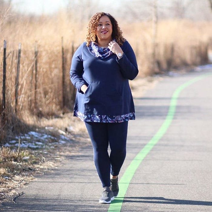Sandra wears a tunic top and sneakers | 40plusstyle.com