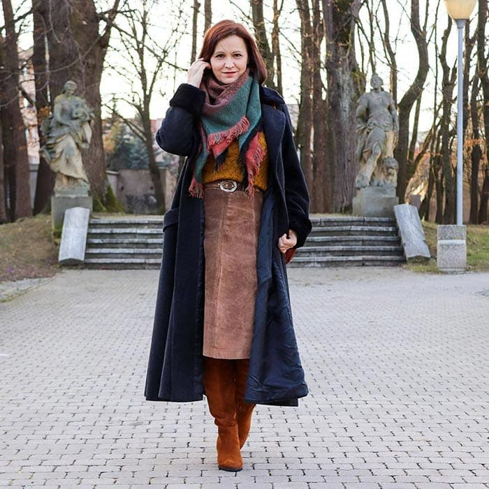 Wear a statement scarf to pull together your winter outfits | 40plusstyle.com