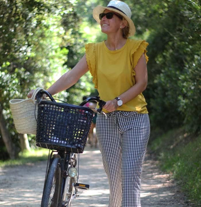 Summer outfit ideas for women over 40 | 40plusstyle.com