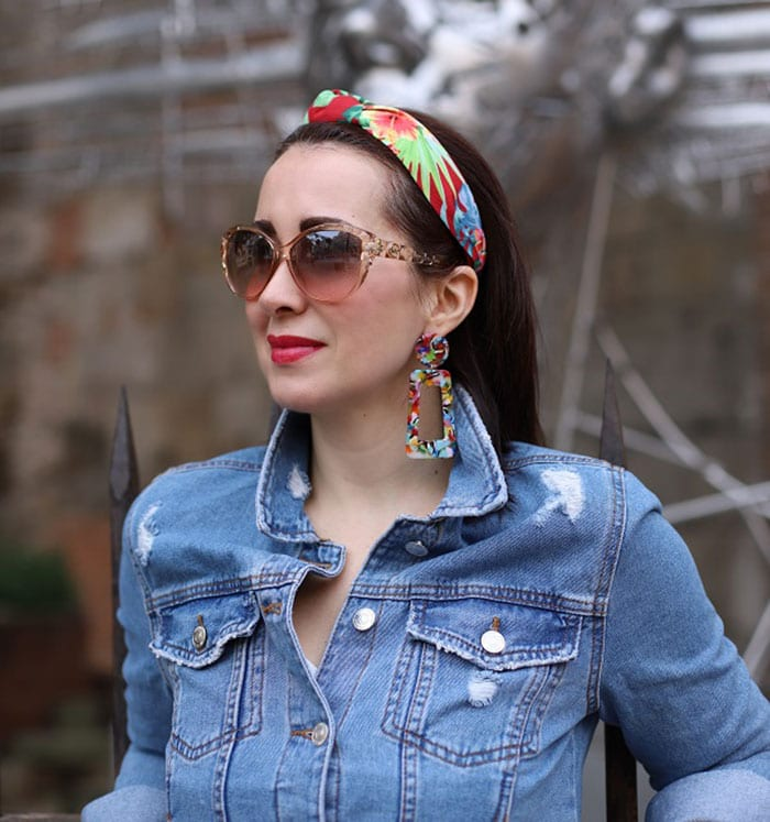 How to wear a headband - Patricia in a floral headband | 40plusstyle.com