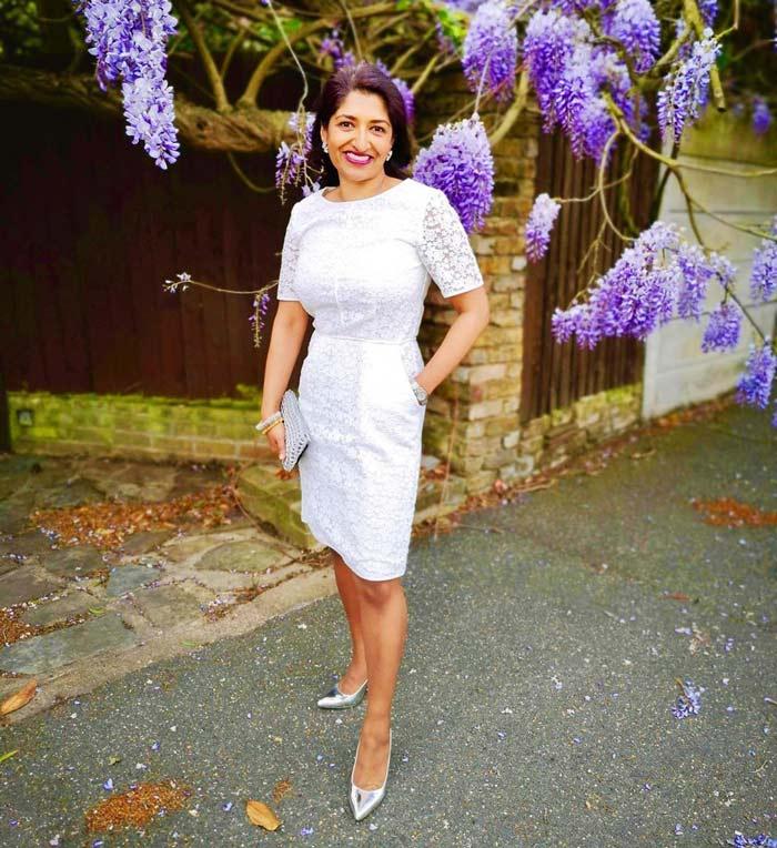 lace dress for short women | 40plusstyle.com