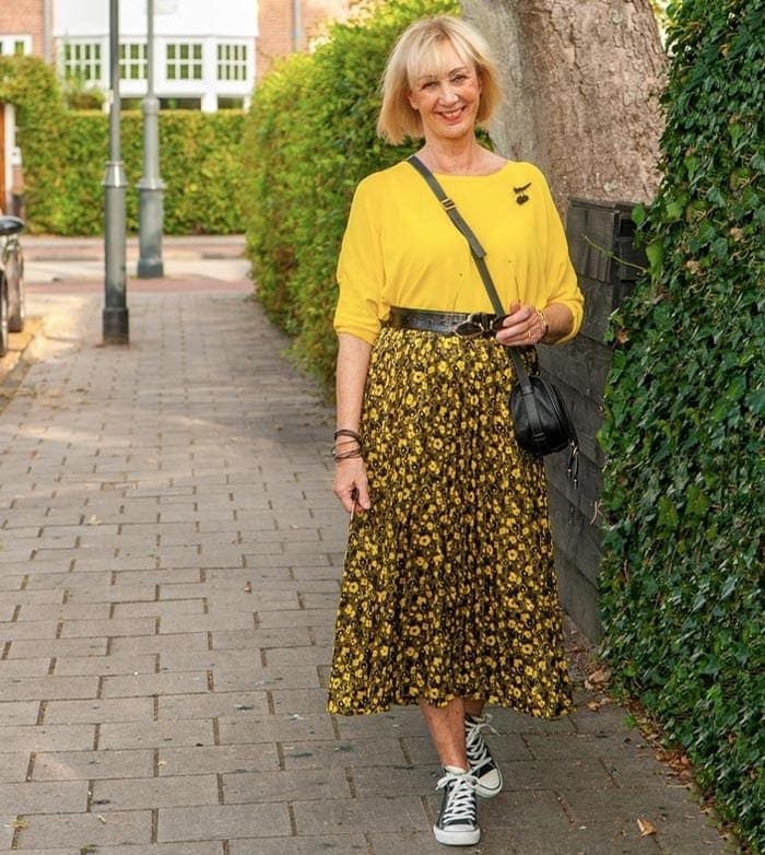 Greetje wears a maxi skirt and sneakers | 40plusstyle.com