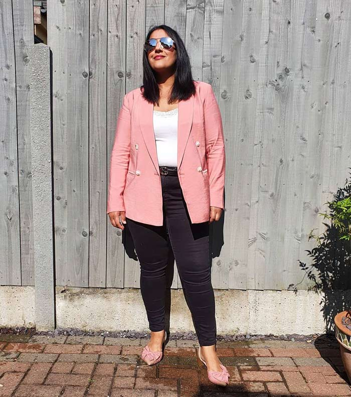 How to wear pink - Jas wears a pink blazer | 40plusstyle.com