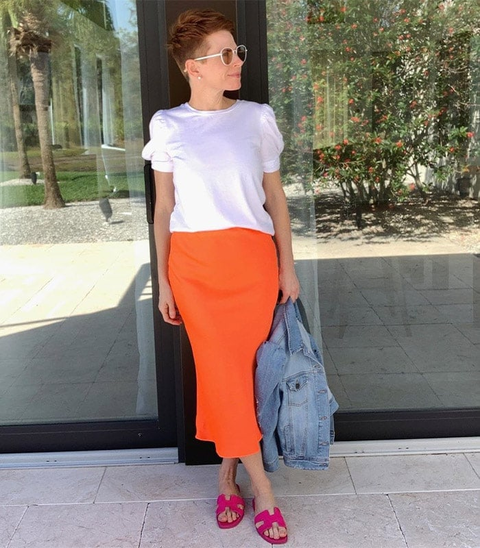 a puff sleeve t-shirt with a midi skirt | 40plusstyle.com