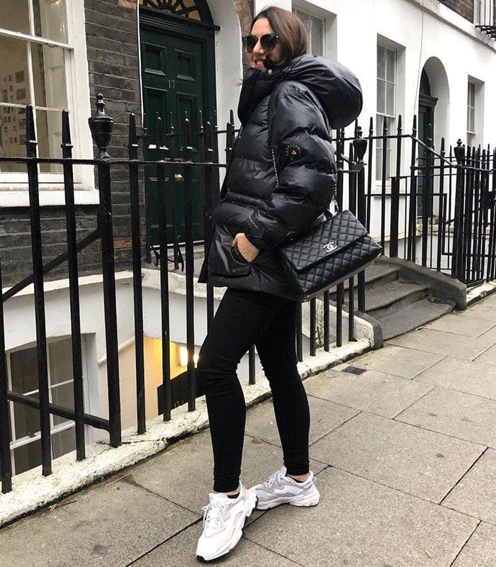 Aroob wears a monochrome outfit | 40plusstyle.com