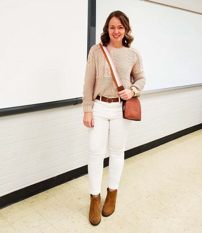 Jenny wears white jeans and a crossbody bag | 40plusstyle.com