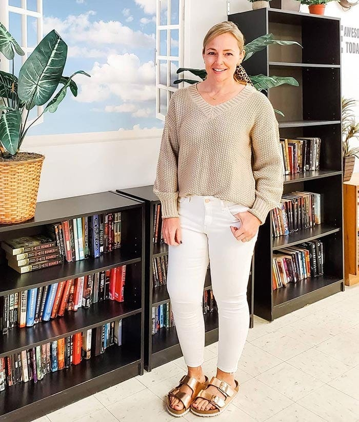 How to create a capsule wardrobe - Jenny wears a neutral outfit | 40plusstyle.com
