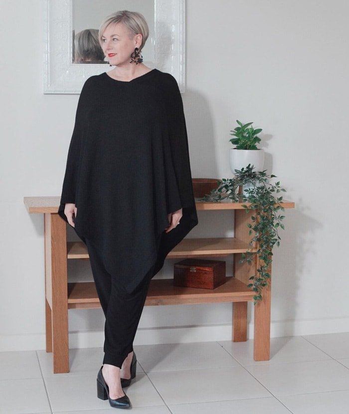 Wearing an asymmetrical top to hide a belly | 40plusstyle.com