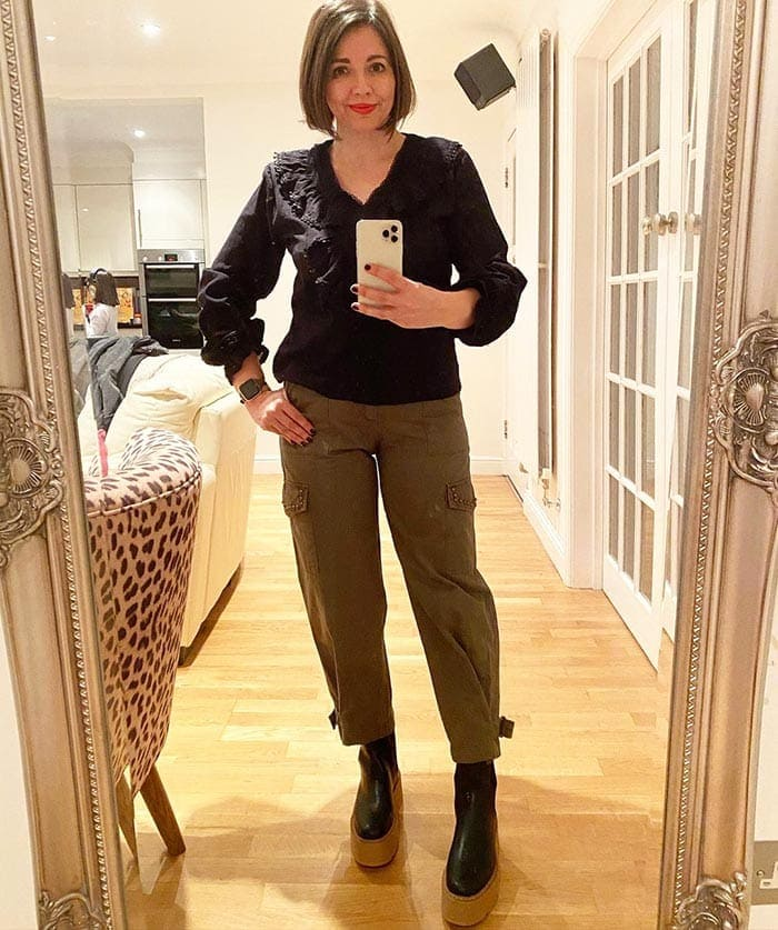 How to wear cargo pants - Nikki wears her pants with platform shoes | 40plusstyle.com