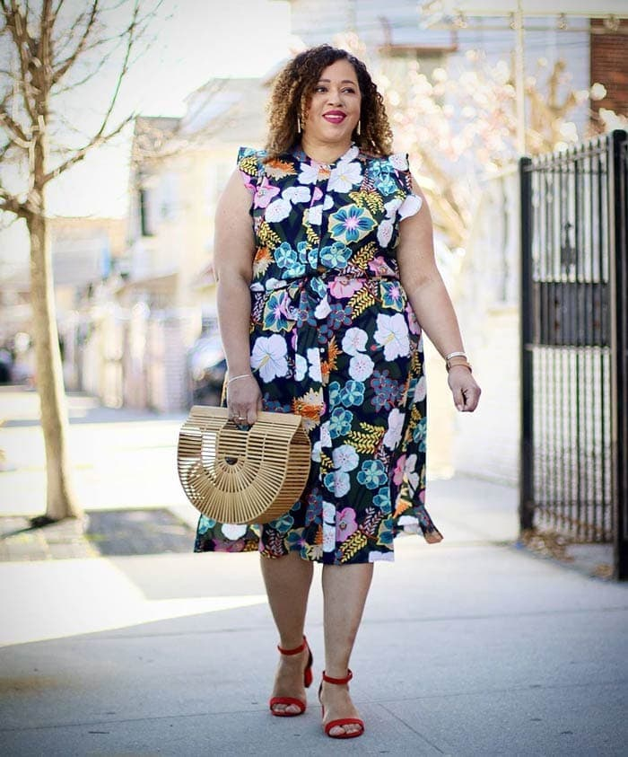Sandra wears block heels with her summer dress | 40plusstyle.com