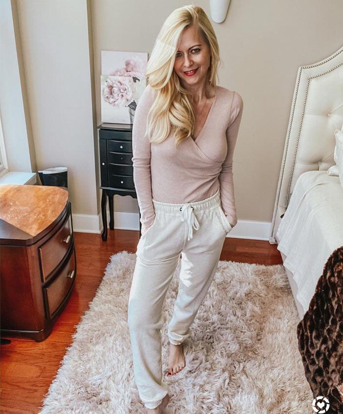 best loungewear for women - all neutrals   40plusstyle.com