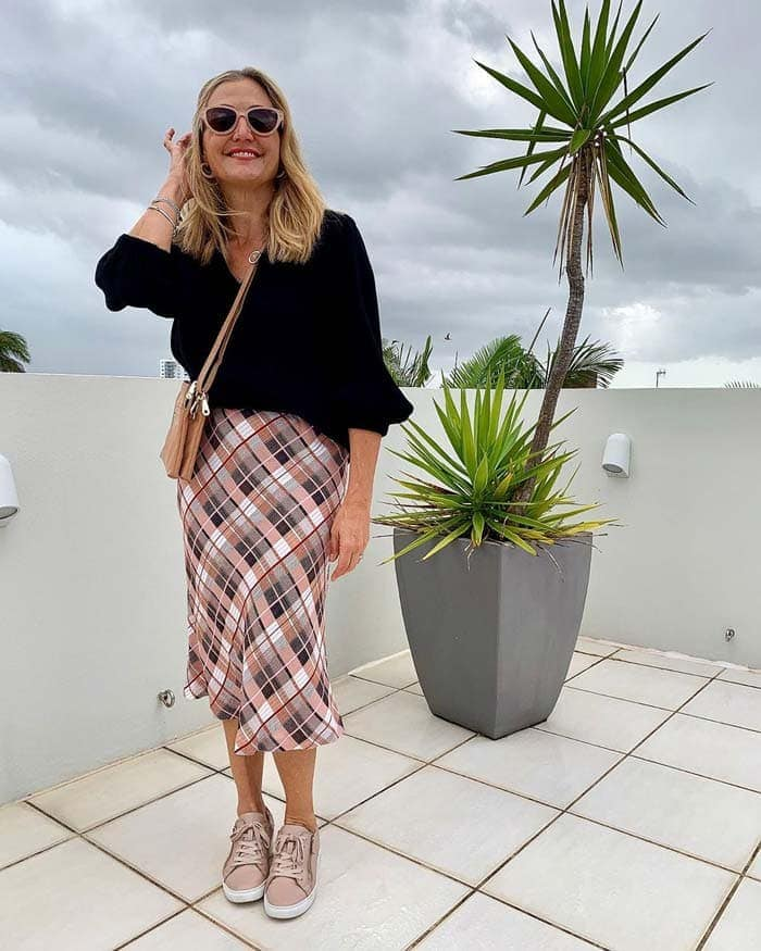 best skirts for women for the inverted triangle body shape | 40plusstyle.com