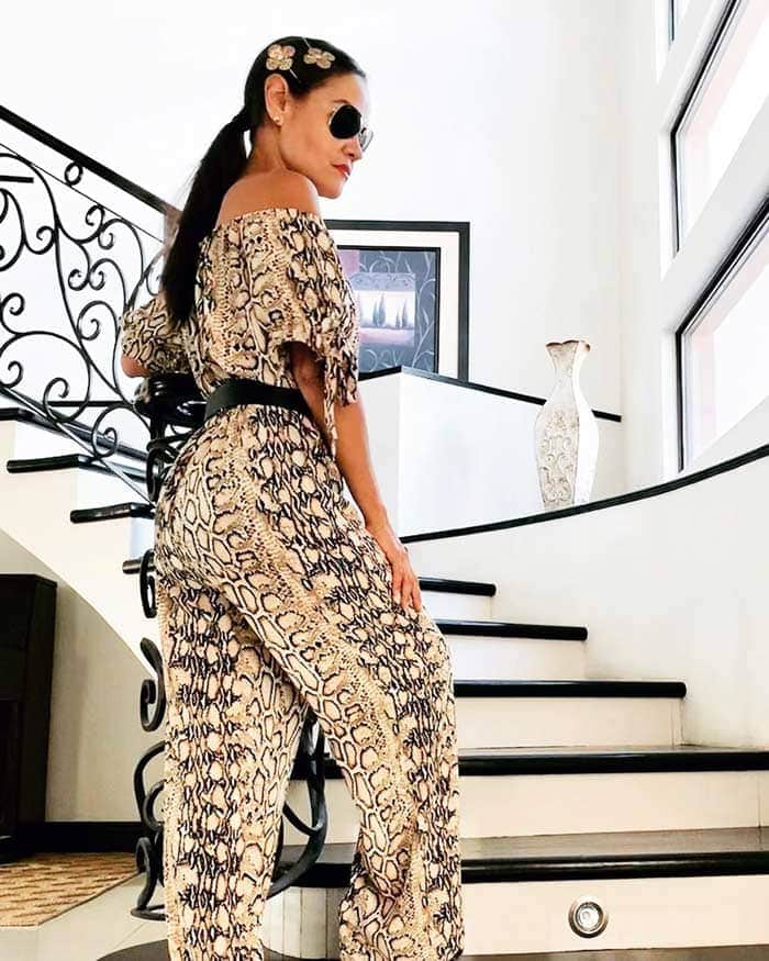 to cinch your jumpsuit | 40plusstyle.com