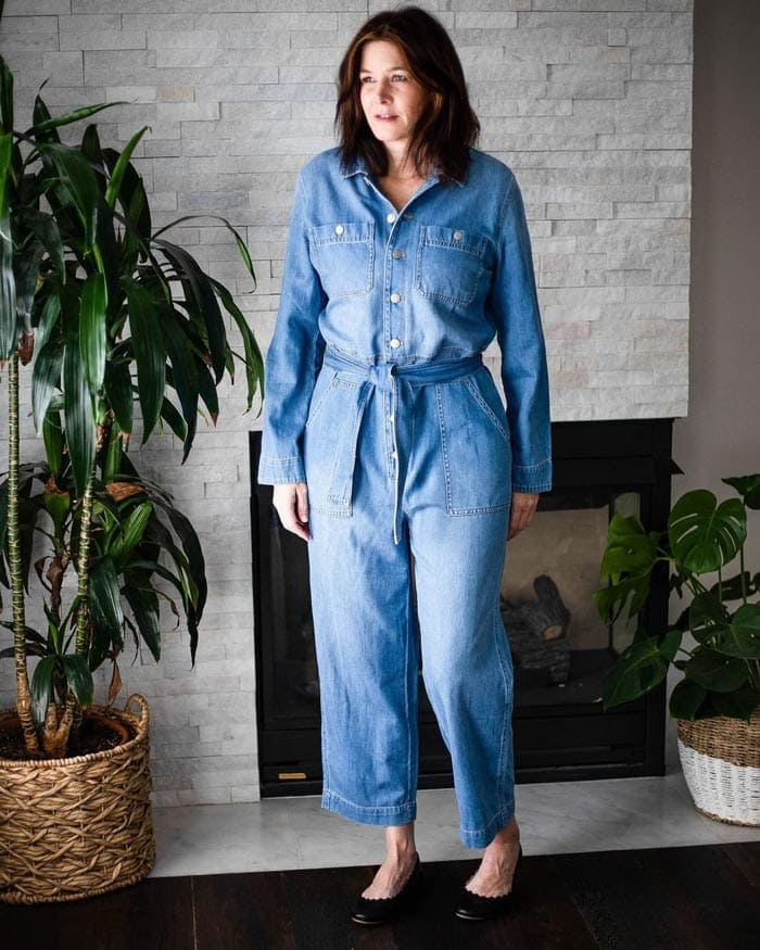 Dahlia wears a denim jumpsuit and black ballet flats | 40plusstyle.com