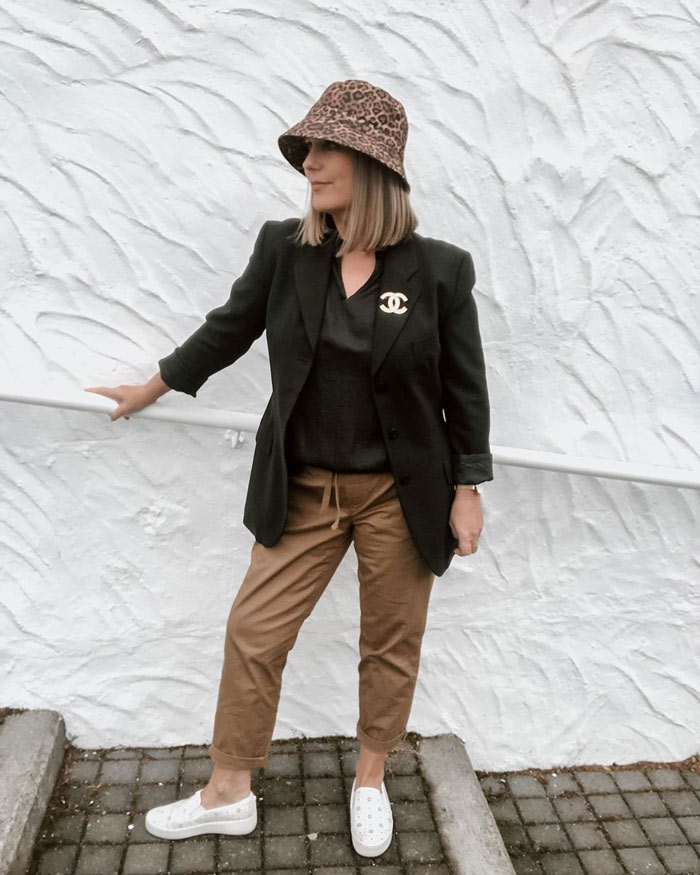 urban style outfit idea - blazer, drawstring pants and slip-on sneakers | 40plusstyle.com