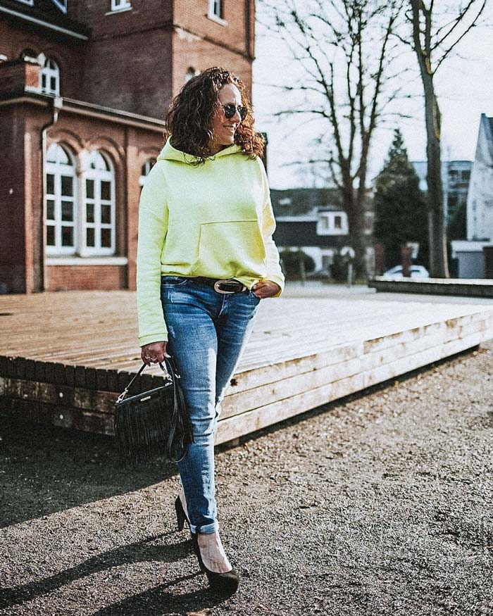 Urban look idea - hoodie, jeans and pumps | 40plusstyle.com