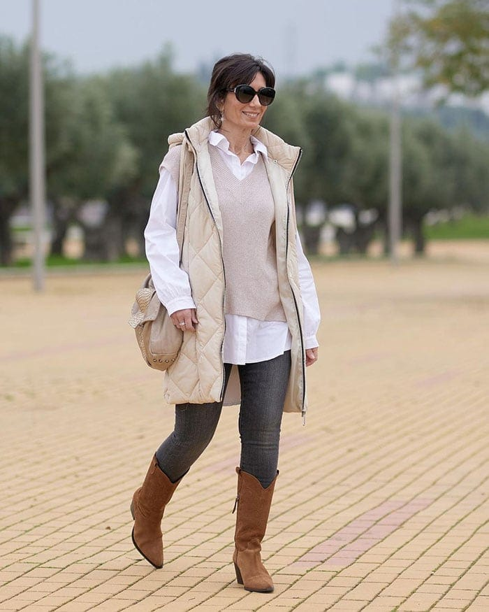 How to layer clothes - Patricia wears a long sleeveless coat with her jeans | 40plusstyle.com