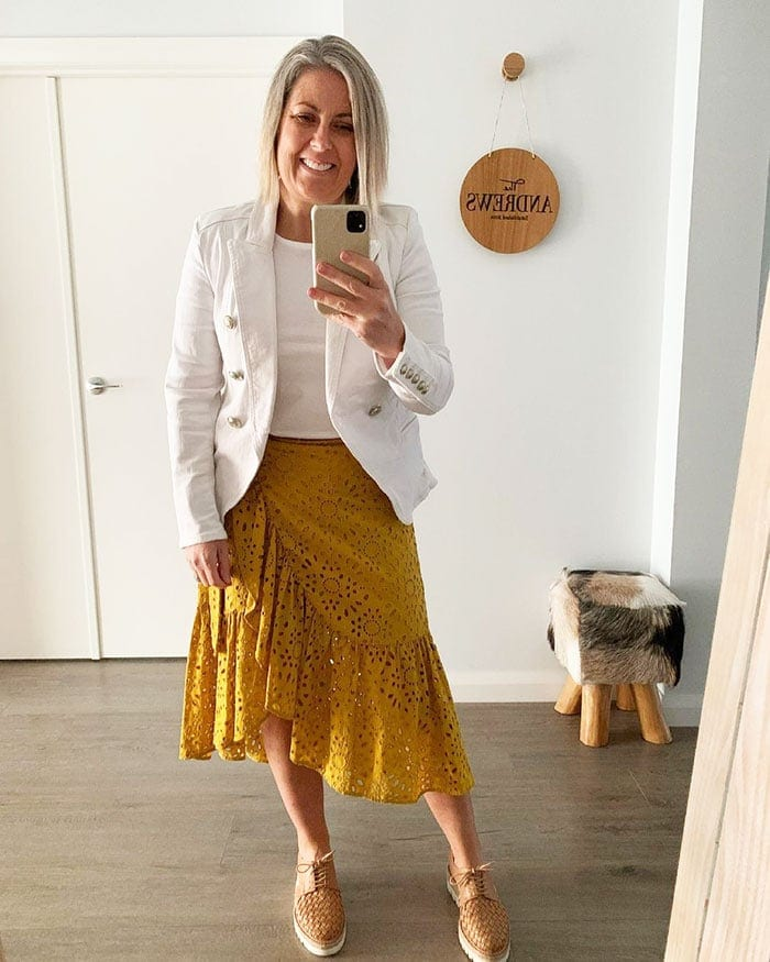 Beth wears yellow and white | 40plusstyle.com
