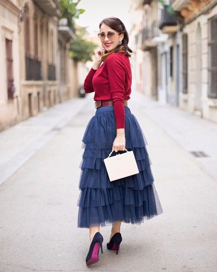 how to wear navy blue with bright colors | 40plusstyle.com