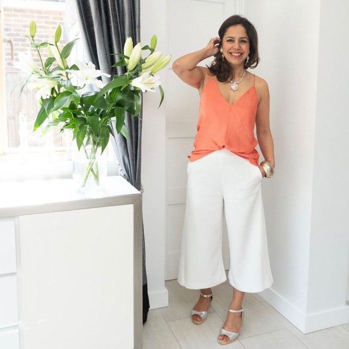 cropped pants outfit ideas for women over 40 | 40plusstyle.com