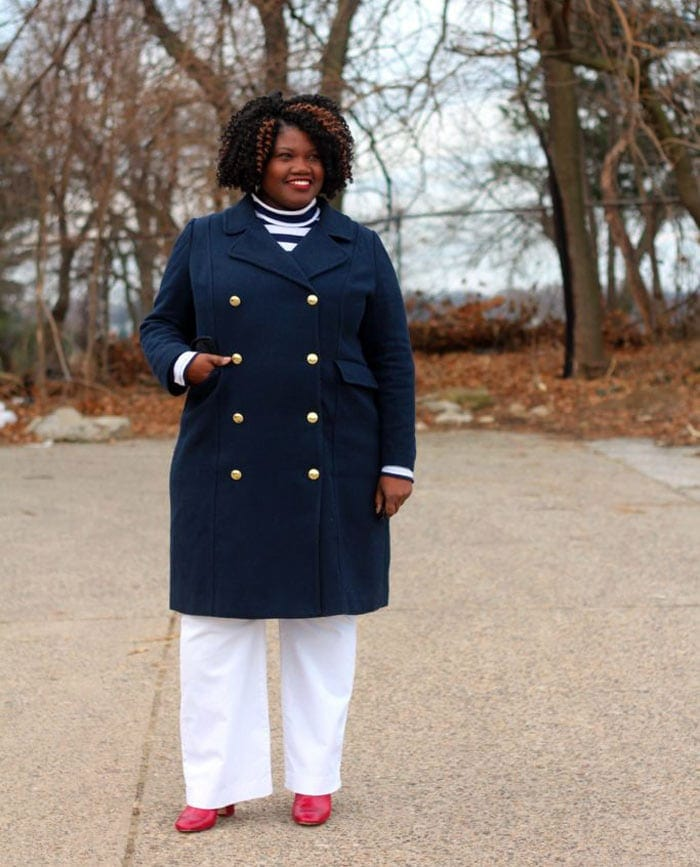Create vertical lines to hide your belly with a long coat | 40plusstyle.com