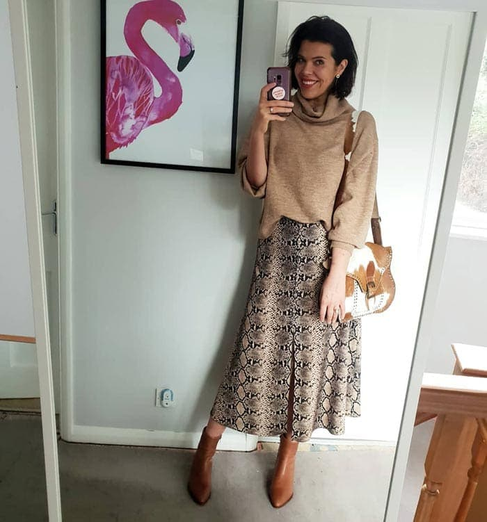 thanksgiving outfit idea - sweater, midi skrit and booties | 40plusstyle.com