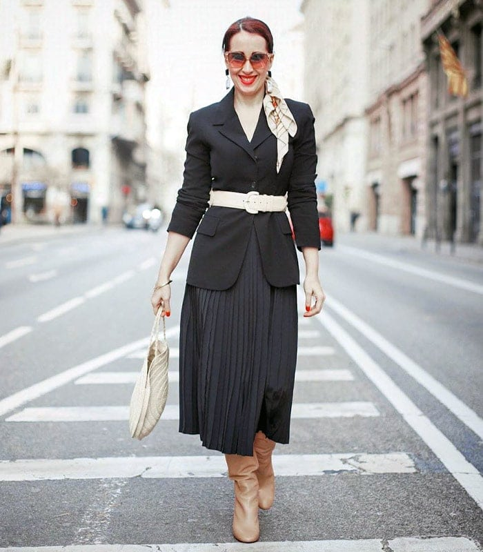 wear a belt to accentuate your curves | 40plusstyle.com