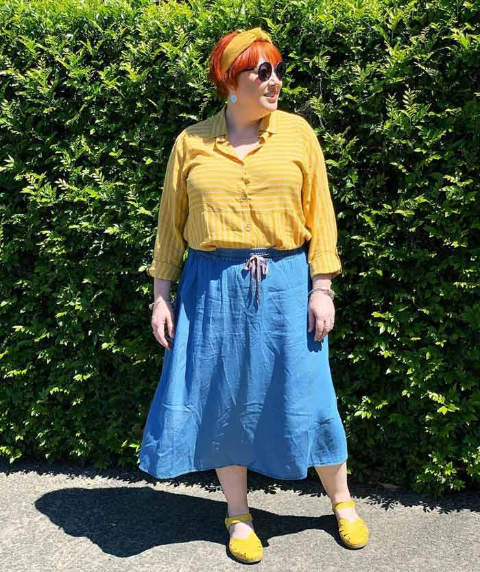 wear a-line skirts to emphasize your waist | 40plusstyle.com