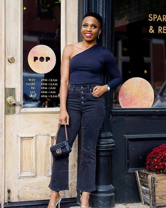 how to wear navy blue with black | 40plusstyle.com