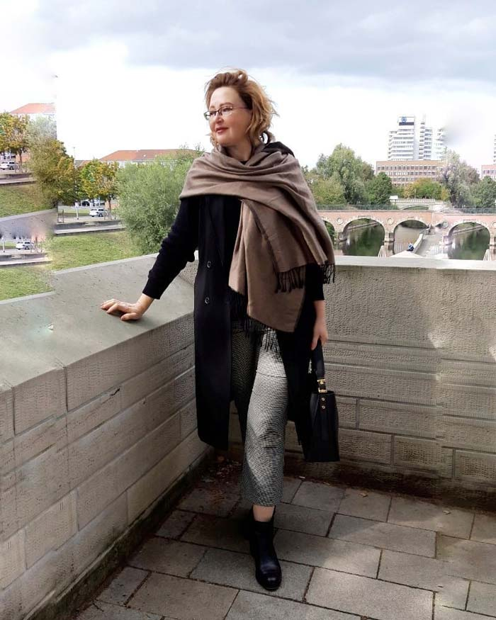 How to dress the pear shaped body in winter and fall | 40plusstyle.com