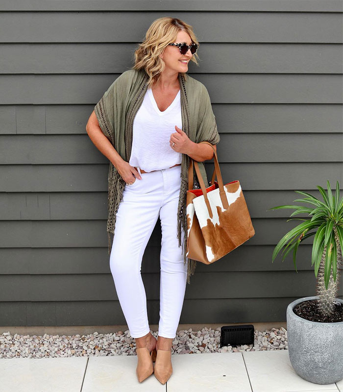 neutral colors and olive green for the natural style personality | 40plusstyle.com
