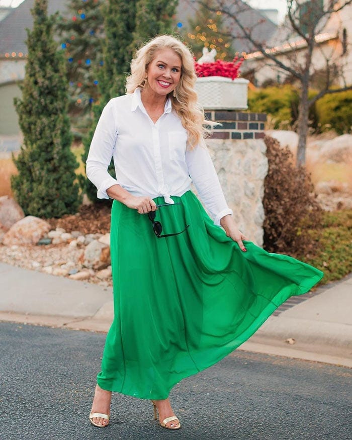 summer skirts for women - white blouse and skirt outfit | 40plusstyle.com