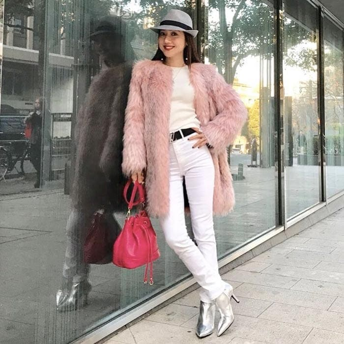 a pink fur coat outfit for the glamorous style personality | 40plusstyle.com